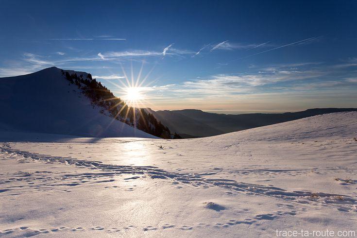 Coucher de #soleil à la Pointe de la #Galoppaz sous la #neige en #hiver - Massif des #Bauges