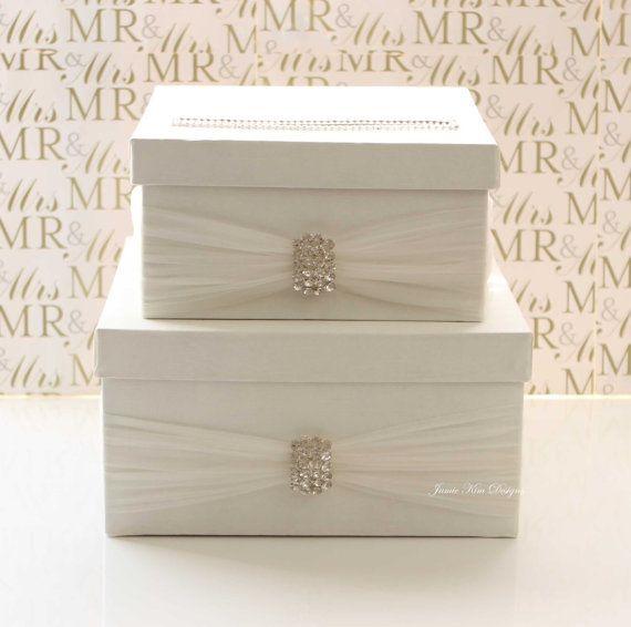 【 MODELO: ELINA BREVEMENTE  Esta caja de la tarjeta de boda se hace maravillosamente con shantung de seda, tul, broche de Strass y pedrería.