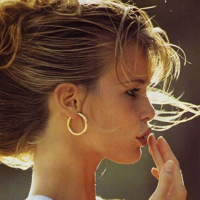 Claudia Schiffer - I LOVE these earrings