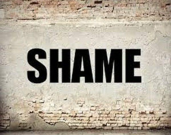 """विराट कोहली के """"शेम"""" ट्वीट के कुछ सेकंड के भीतर ही न्यूज़ चैनलों के अंदर एक नया जोश आ गया। सभी चैनलों ने अपने पुराने अनुष्का शर्मा के मजा"""