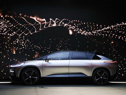 Faraday Future: El vehículo eléctrico del futuro con una autonomía de 700Km FF91 promete ser el coche del futuro con una autonomía de 700 kilómetros y el mayor despliegue tecnológico visto jamás en un coche de calle.