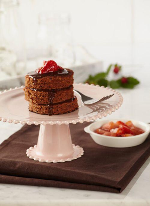 Pancakes de chocolate con salsa de chocolate y fresa Chef: Juanita Umaña Si es amante del chocolate puede incluir para los fines de semana esta dulce preparación. Puede disfrutar de estos pancakes como una opción de postre o para un brunch.