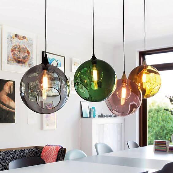 gekleurde glazen bol lamp