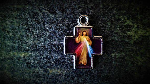 Croix Jésus Divine Miséricorde 22 x 16 x 2 mm Trou 3 mm