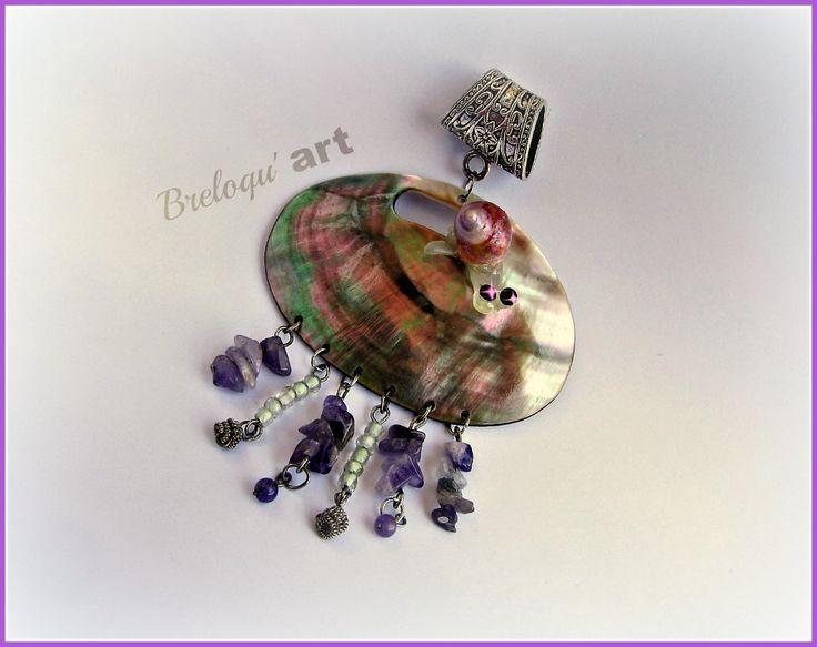 Pendentif ou bijou de foulard en nacre d'ormeau, perles d'amethyste et coquille d'escargot : Pendentif par breloqu-art