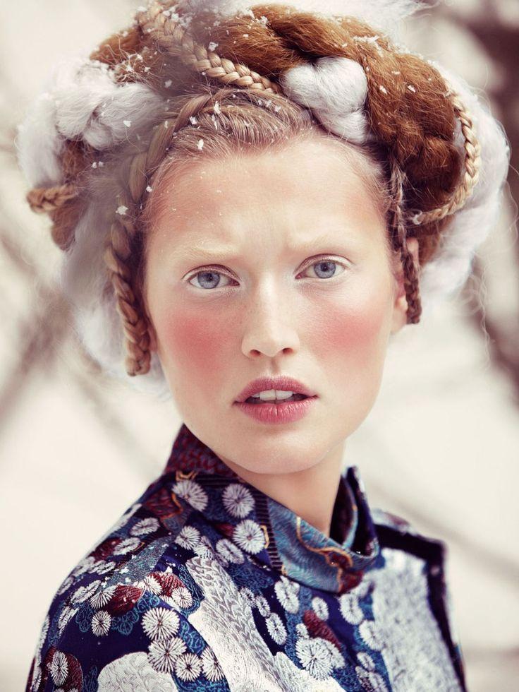 So Fern, So Nah Vogue Alemania Diciembre 2012 Toni Garrn por Alexi Lubomirski. ….. Vogue Germany December 2012 Toni Garrn by Alexi Lub...