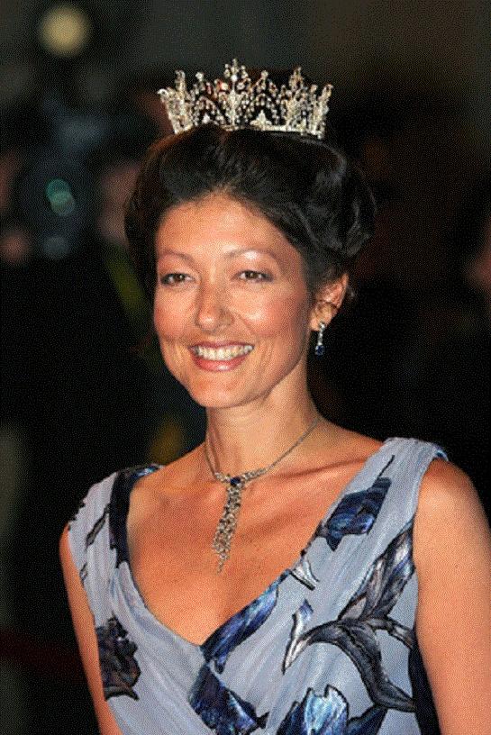 The Alexandrine Diamond Drop Tiara, Alexandra, Countess of Frederiksborg One of my absolute favourite tiaras.