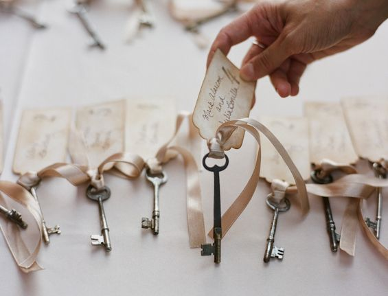 I just adore vintage keys at weddings! Oh the symbolism of it