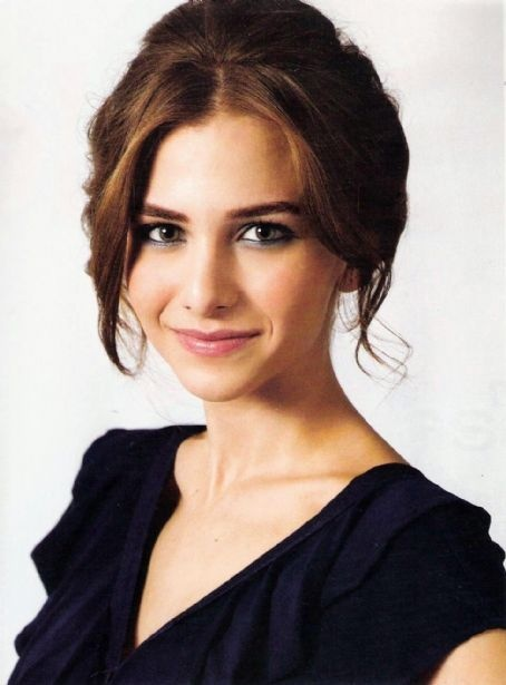 Turkish Actress - Ezgi Asaroglu
