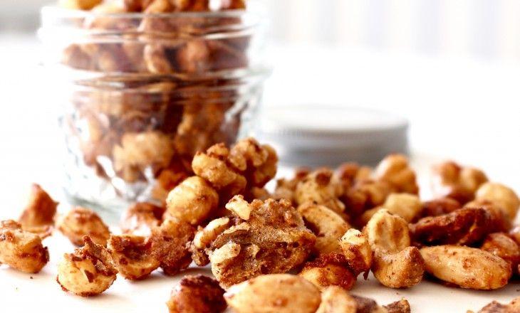 Härligt kryddiga och krispiga nötter. Gott som tilltugg till glöggen ellersom ettannorlunda alternativ till chips och salta pinnartill fördrinken! Rec