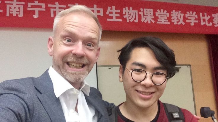 .TU Computing CM Snr Lecturer Justin Greetham with a student at Nanning No.3 Middle school TU DCA Teesside University #chinadiaries