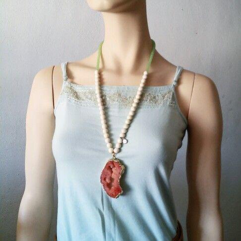 Collar Bluma con piedra natural, howlite y cristal www.facebook.com/bycosmicgirl