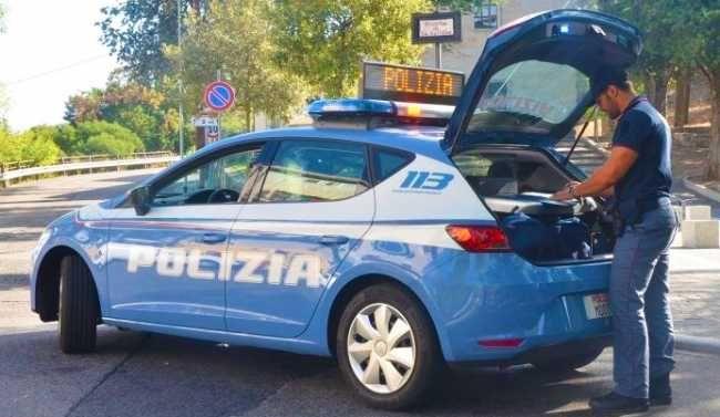 Arona24 - Esce di strada, auto distrutta, nessuna ferita per una 23enne