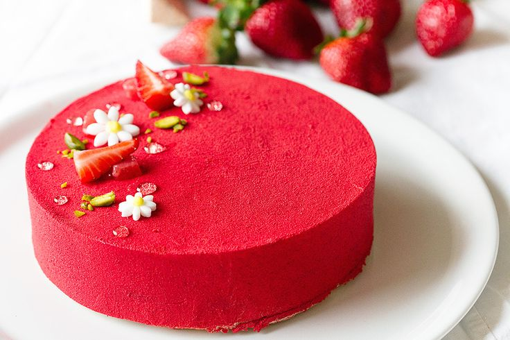 Strawberry Shortcake by Chef Lignac: Made with a biscuit crust, a light bourbon vanilla cream custard, and a strawberry coulis gel! #Strawberry_Shortcake