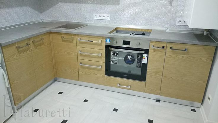 Комбинированная кухня белый глянец и мдф шпон   http://taburetti.kiev.ua/kuhni/kombinirovannaya-kuhnya-belyj-glyanets-i-mdf-shpon/    #кухня #мебель