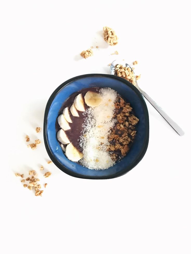 Acai bowls have definitely been trendy in 2016, and it's no wonder – they're delicious and not to mention good for you! I'm a little late to the acai bowl game but better late than never right? While in Florida …