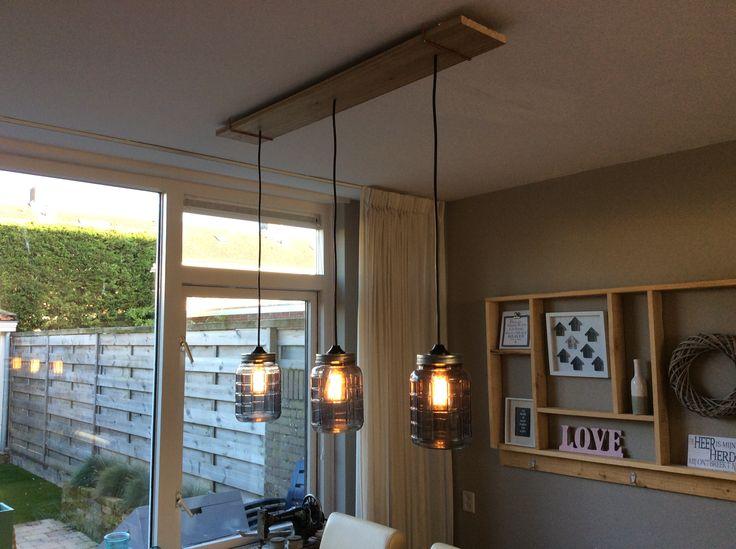 zelfgemaakte lamp met potten van Intratuin en vintage lampen