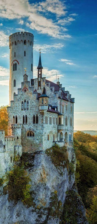 het verhaal speelt zich af in een groot kasteel .dat Zweinstein heet. Zweinstein is een grote school vorr tovenaars en heksen.
