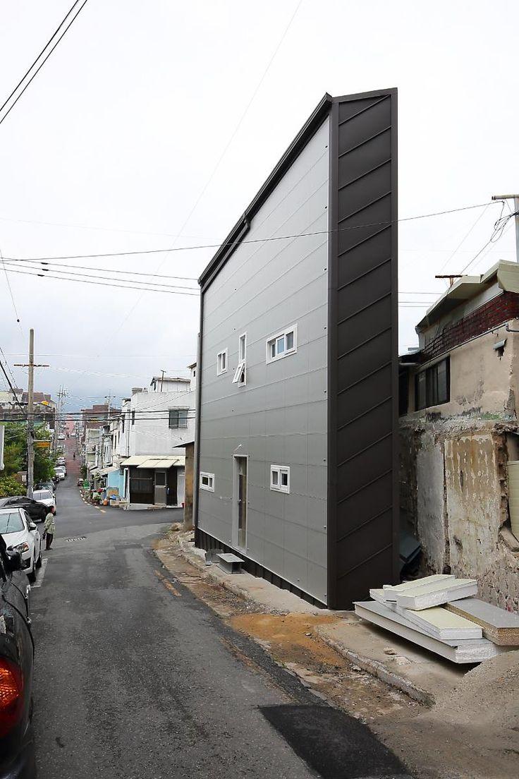 [BY 전원주택라이프] 얼마 전, 한 TV 교양프로그램을 통해 대구의 한 협소주택이 소개되면서 이 집은 많...