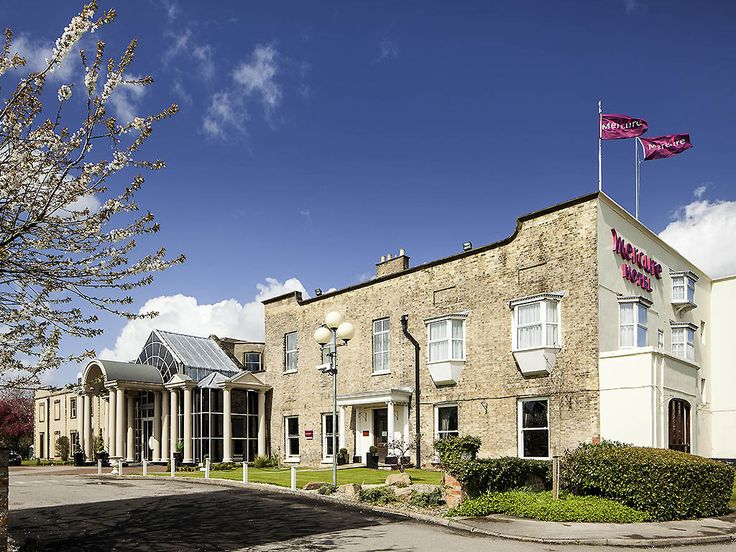 MERCURE YORK FAIRFIELD MANOR: The 4-star Mercure York Fairfield Manor Hotel is an 18th century Georgian manor house set in its own grounds.…