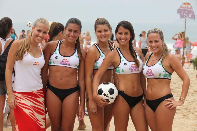 Eye-catching beach sport: Altinha. - Team Pit Bull