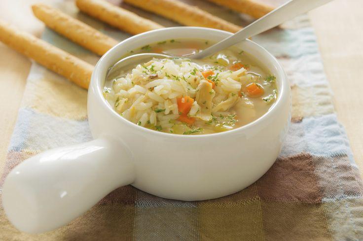 """Retrouvez la photo """"Soupe avec du riz"""" dans notre diaporama intitulé """"10 façons de recycler un reste de riz"""" sur 750g."""