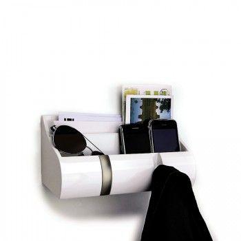 Elegancki wieszak na ubrania z serii Cubby marki Umbra. Produkt został wykonany z najwyższej jakości drewna i stali nierdzewnej. Wielofunkcyjność wieszaka pozwala na przechowywanie korespondencji, chowanie kluczy lub innych przedmiotów i zawieszanie ubrań na wieszakach.