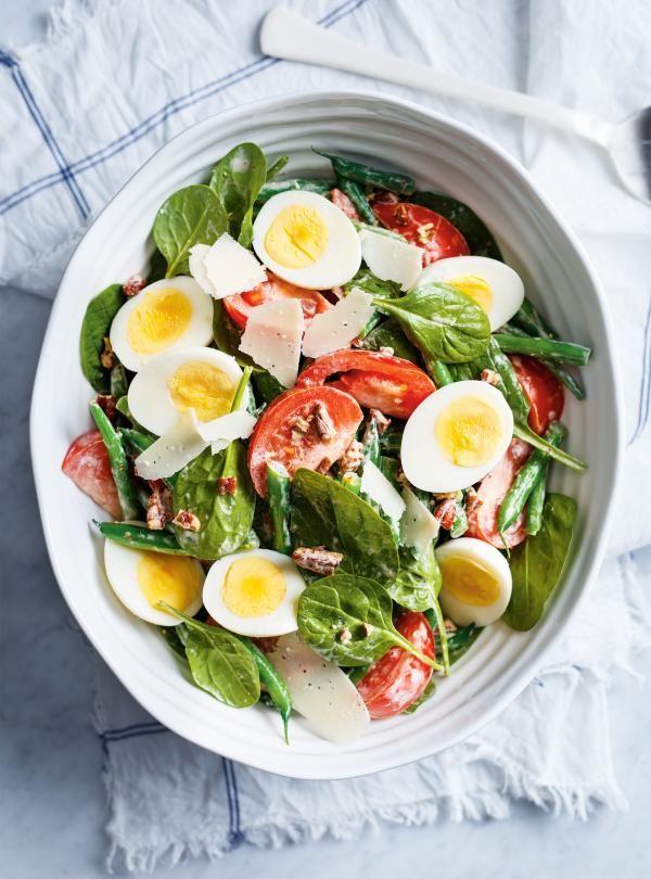 Salade-repas aux haricots, tomates et œufs durs | RICARDO