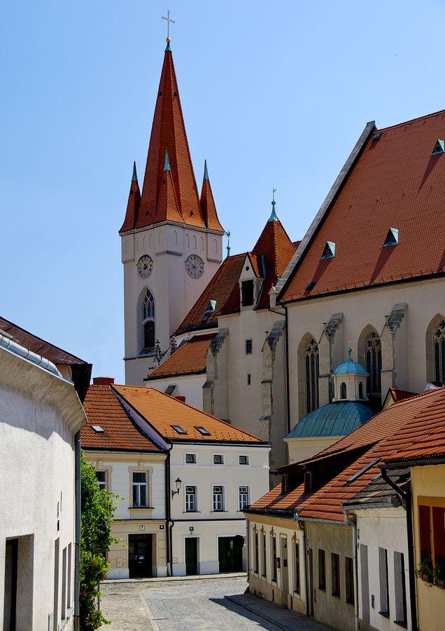 (via 500px / CHURCH OF ST MIKULAS by ALAN KUNOVSKY) Znojmo, Czech Republic