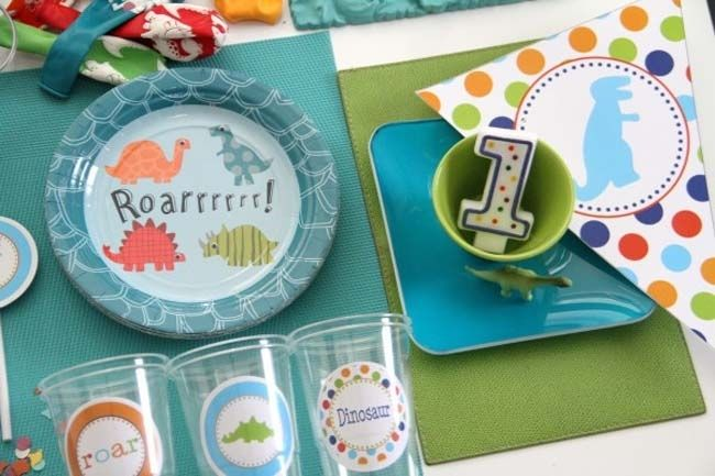 Dinosaur First Birthday Party - I love the clear cups with large stickers! So cute! Squirt's party