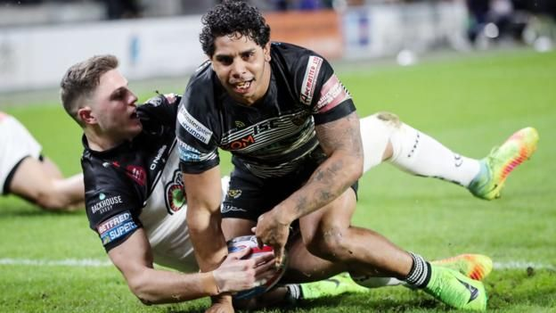 Albert Kelly scores two tries as Hull FC move up to second in Super League with victory over Widnes.