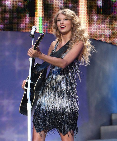 Taylor Swift Photos - Taylor Swift Fearless Tour 2009 In New York City - Zimbio