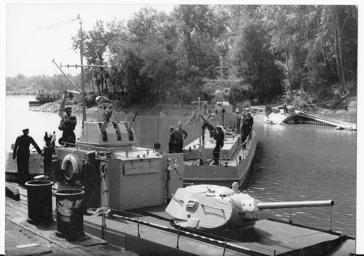 Soviet WW2 riverine armoured boats of 1124 project and S-40
