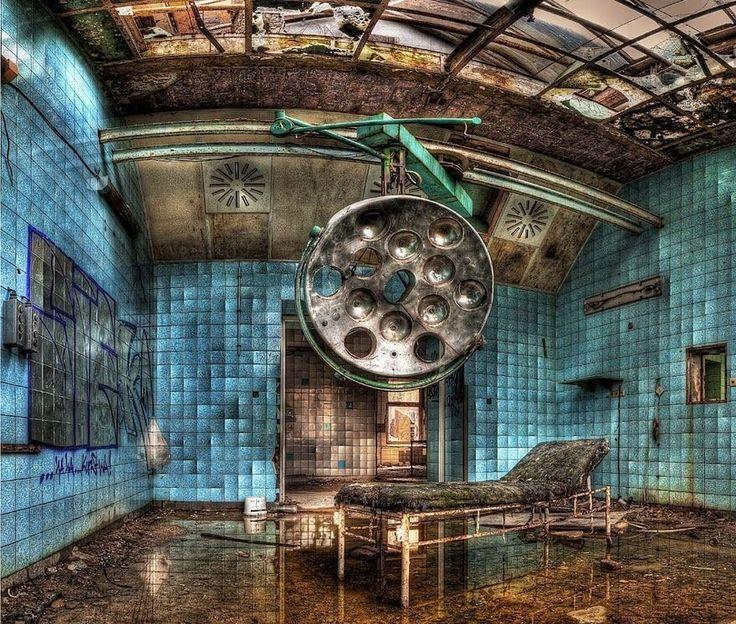 美しさに鳥肌立った。ファンタジーな世界の廃墟17選 ベーリッツの国立軍病院、ドイツ
