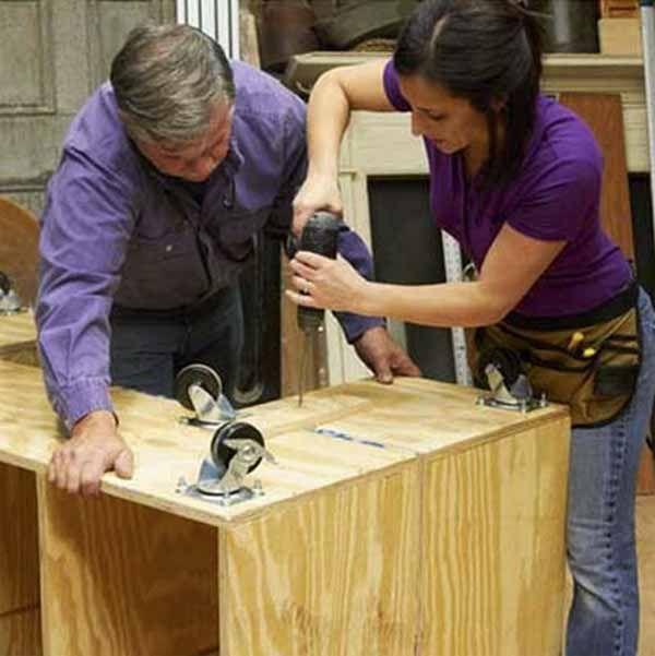 Cómo fabricar un banco de trabajo. Aquí te mostramos, paso a paso, cómo construir un banco de trabajo para que puedas desarrollar de forma apropiada tus proyectos de bricolaje y manualidades. Además, lo podrás utilizar para organizar y guardar todas tus herramientas y materiales. http://bricoblog.eu/fabrica-un-banco-de-trabajo-para-tu-bricolaje-y-manualidades/ #Bricolaje #Carpinteria #BancoDeTrabajo