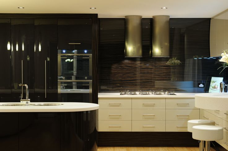 Chakra Kitchen by Serenity Homes Adelaide. Textured glass splash back, double sink, gas cooktop & breakfast bar.