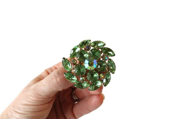 GREEN GEMSTONE BROOCH,Green Round Gemstone Brooch,pretty brooch for women, ladies green pin, vintage women's gemstone pin, gift for her