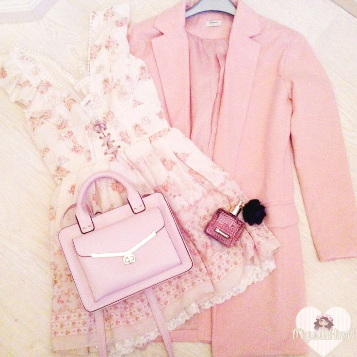 Dress: Liz Lisa Coat: SheInside Bag: Primark Fragrance: VS