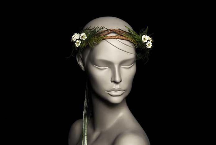 Wicked; oyuncu İpek Yaylacıoğlu'nun  tasarımlarından oluşan bir markadır. Her ürün tamamen el işi ve tek adet üretilmektedir.  Doğal dallar ve ithal ekru kır çiçekleri, ithal yapay otlar kullanılarak tek adet üretilmiştir. Kurdele ile saça sabitlenir. Standart boydur. İstenilen şekilde kullanılabilir. Kır ve bohem düğünler için idealdir. Yıkanmaz.