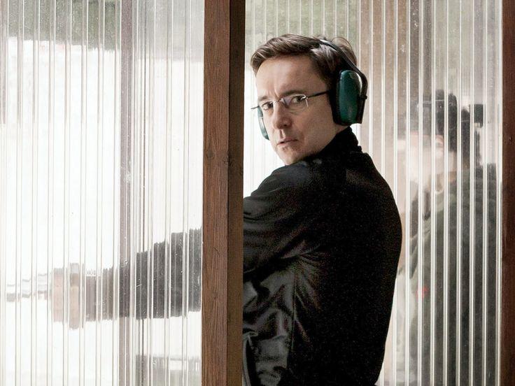"""Der fiese Versicherungsmann Rainer Ellgast wird im """"Tatort: Auge um Auge"""" von Arnd Klawitter gespielt. Sonntagskrimi-Fans kennen sein Gesicht. Doch woher nur? Der Schauspieler Arnd Klawitter (49) ist im neuesten """"Tatort: Auge um Auge"""" (12.11., 20:15 Uhr, das Erste) als..."""
