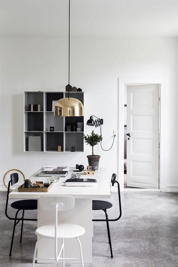 Kjøkkenbord i minimalistisk hjem / dining