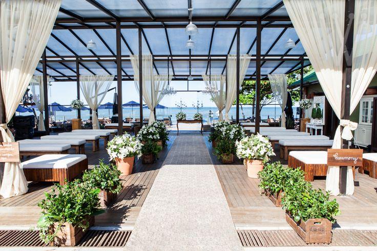 Cerimônia beira mar casamento Infinity Blue Resort & Spa. Balneário Camboriú / SC Decoração Ninha Flor