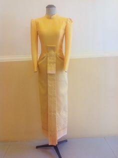 ชุดไทยบรมพิมาน สีเหลือง ผ้าไหม