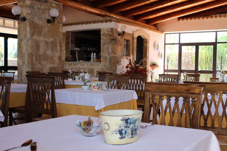Inside Restaurant www.villafavoritanoto.it