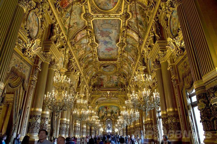 パリ・オペラ座(l'Opéra)ガルニエ宮(Palais Garnier)の館内(2014年5月11日撮影)。(c)AFP/ALAIN JOCARD ▼13May2014AFP|ちょこっと旅気分、パリ・オペラ座館内 http://www.afpbb.com/articles/-/3014785 #Palais_Garnier #lOpera