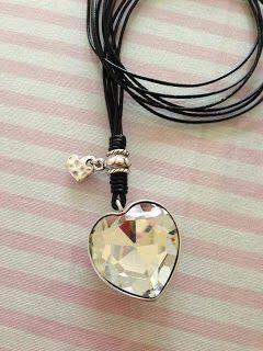 Collar con corazon de cristal. www.lascositasdemariahernandez.blogspot.com