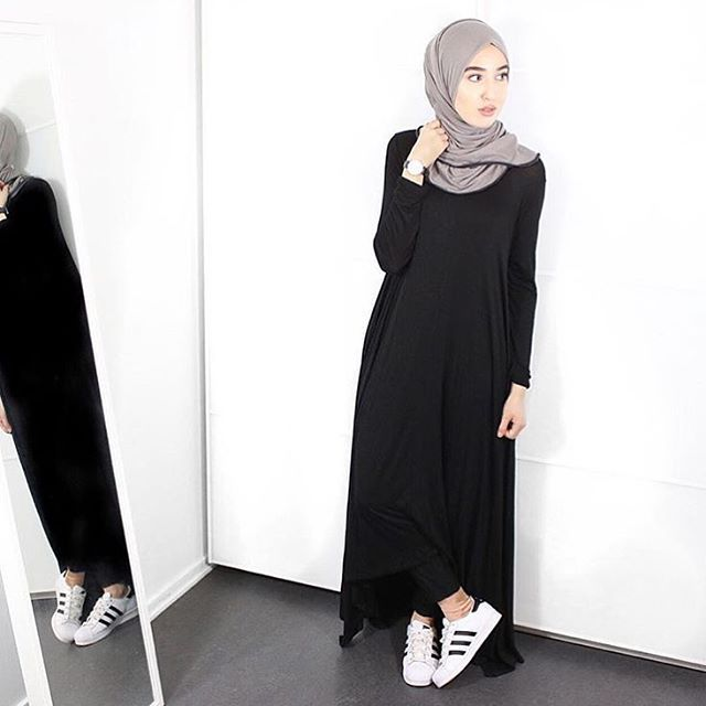 Now on the blog: @fashionwithfaith in her fave Ahfif pieces! Her classic x minimalist style is everything #ahfifstyle Check out her Day to Night video look book ➡️ www.bossmuslimahs.com