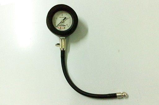 Sudahkah Anda cek tekanan ban motor?