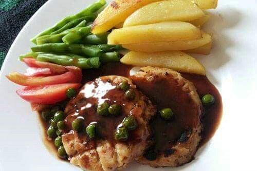 RUMAH MASAK, Steak Tempe Saus Teriyaki  Bahan Steak: - 1 potong tempe seukuran 5x10cm - 1 potong roti tawar gandum - 1 butir telor - 2 sendok tepung tapioka - 2 sendok tepung terigu - 1 siung bawang putih - secukupnya garam, merica, gula  Bahan Pendamping Steak: Buncis, kentang, wortel, tomat  Bahan Saus: - 1 bungkus saus teriyaki merk saori - gula dan garam - bawang putih - kacang polong  Langkah-langkah: * Kukus tempe terlebih dahulu, lalu lumatkan * Siapkan roti 1 lembar dan kecil atau…