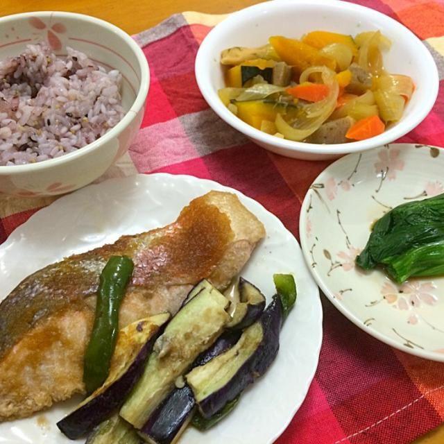 鮭のレンジ蒸し*野菜の煮物*ほうれん草のおひたし*雑穀米 - 10件のもぐもぐ - 夕ご飯 by 悠里